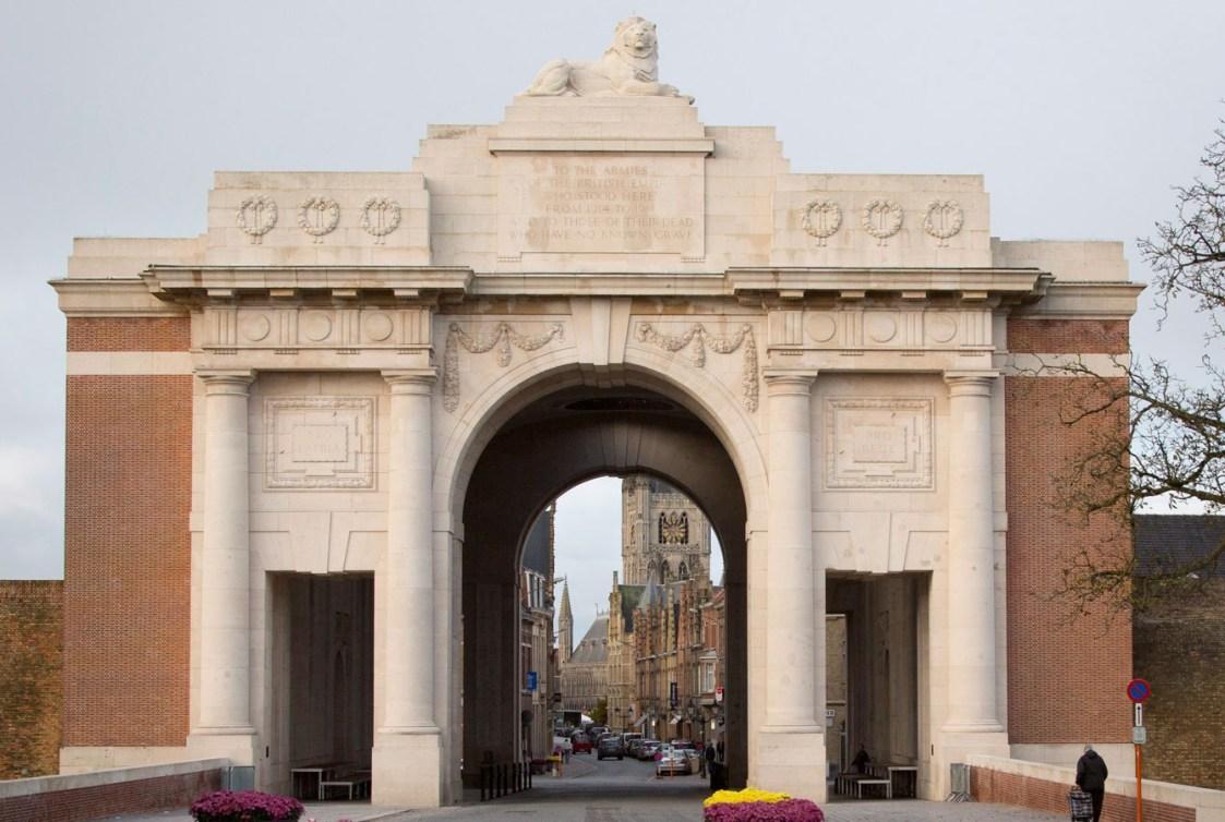 La porte de Menin, en Belgique, où les soldats non retrouvés de la Première Guerre mondiale sont immortalisés.