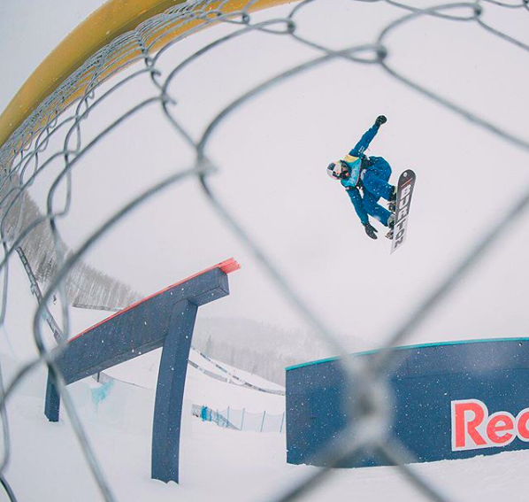 Mark McMorris effectue un saut.