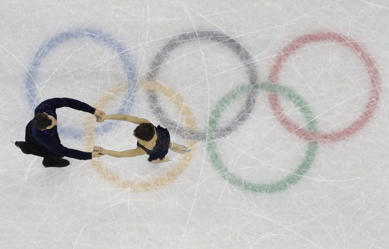 Les patineurs artistiques Meagan Duhamel et Eric Radford sur la glace des Jeux olympiques de PyeongChang 2018.