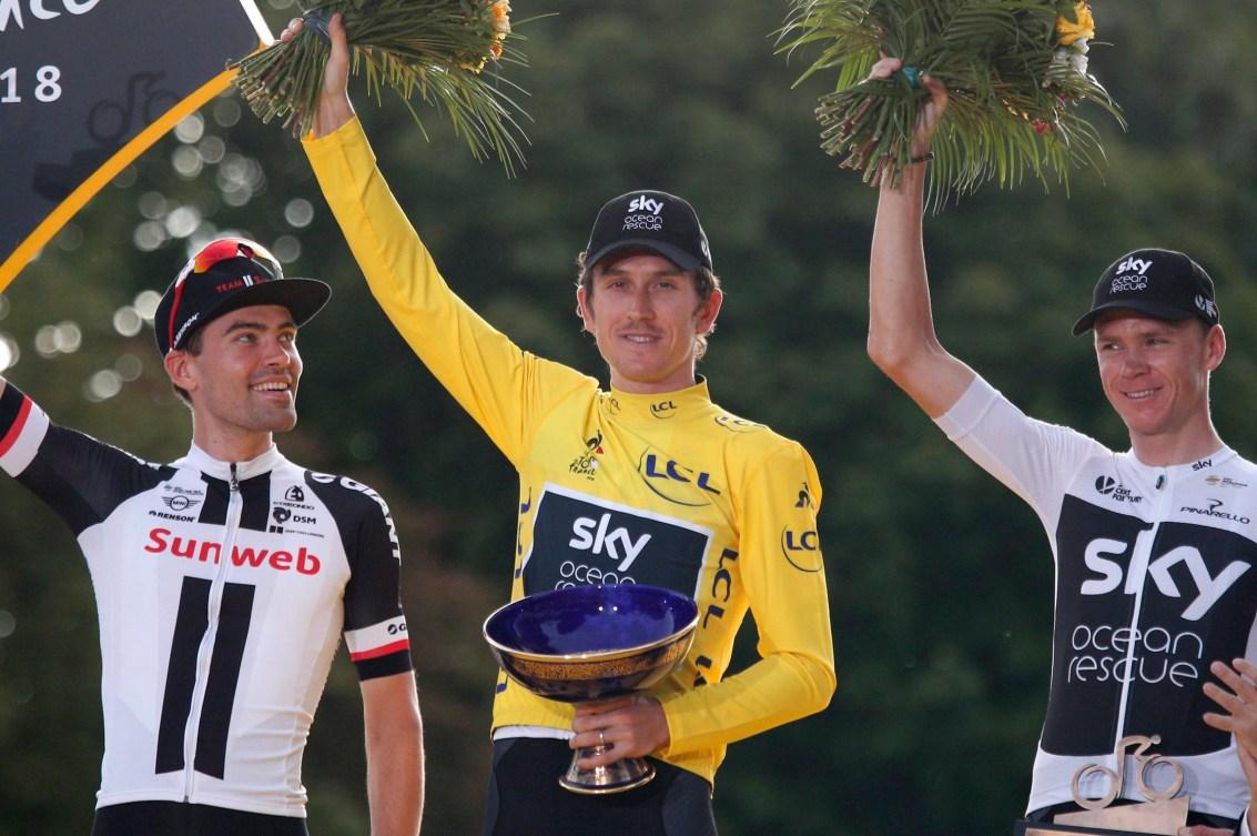 Geraint Thomas, au centre, Tom Dumoulin, à gauche et Chris Froome sur le podium du Tour de France 2018