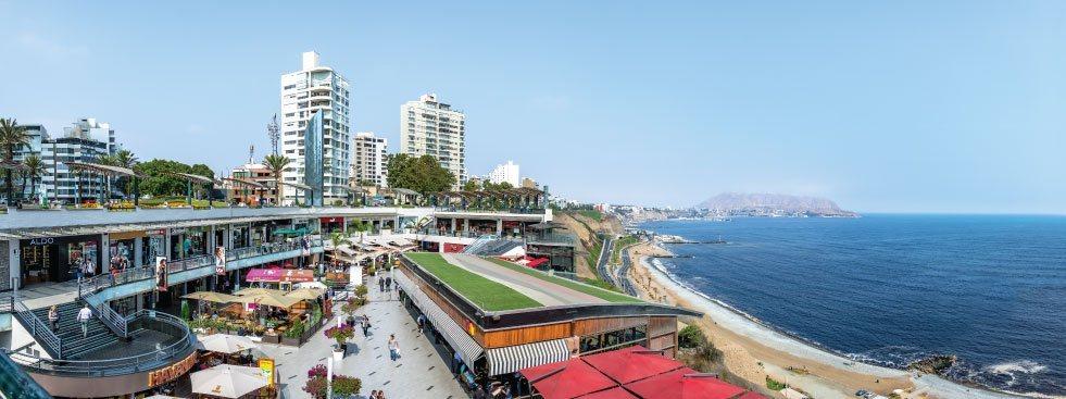 Vue de la plage et de la ville de Lima.