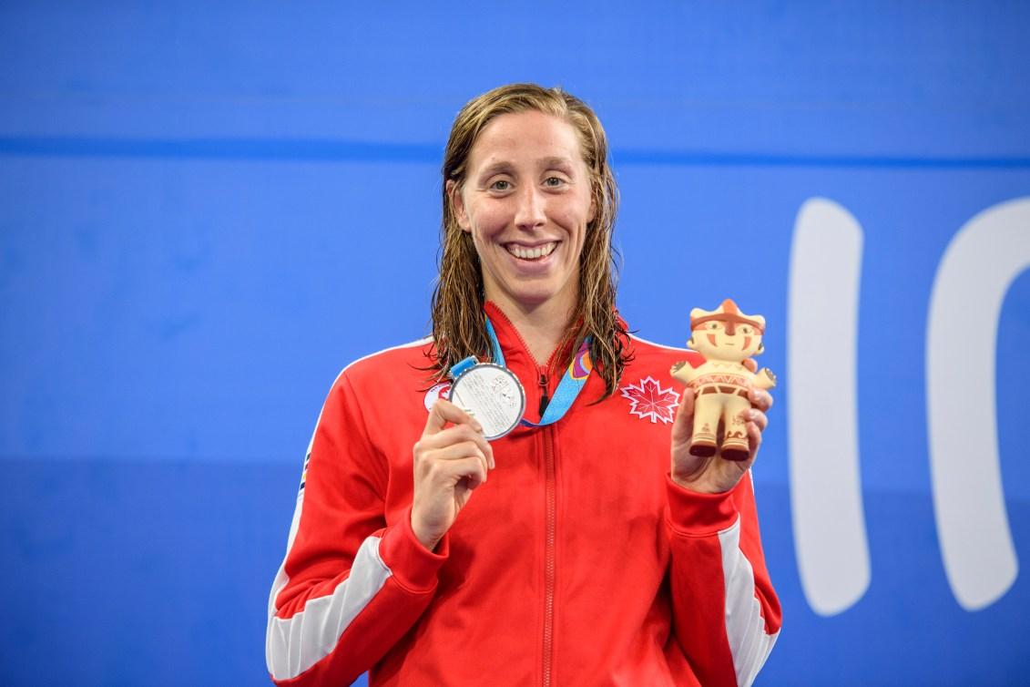 Alexia Zevnik et sa médaille d'argent au 100 m libre