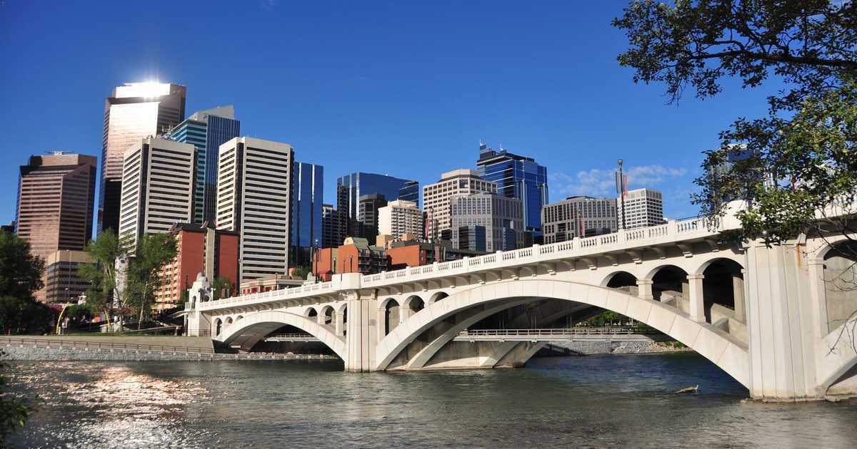 Pont de la 10e rue de la rivière Bow à Calgary.