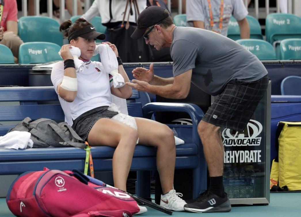 Bianca Andreescu reçoit les conseils de son entraîneur