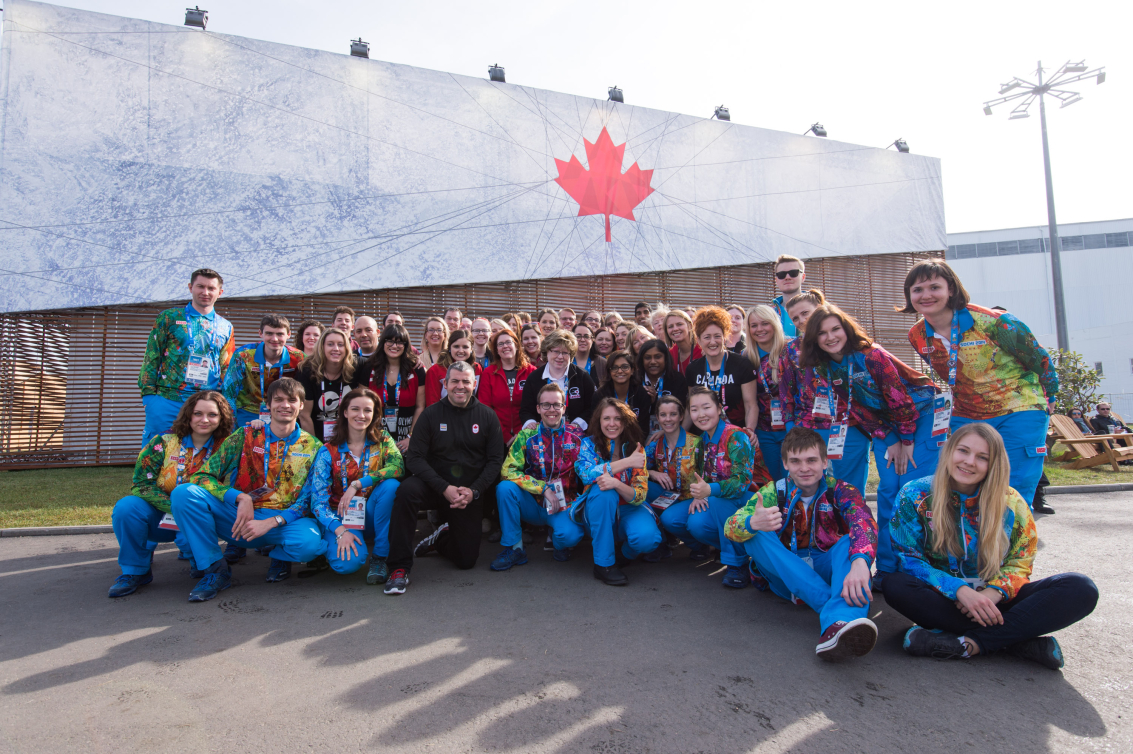 L'équipe de bénévoles pose pour une photo de groupe