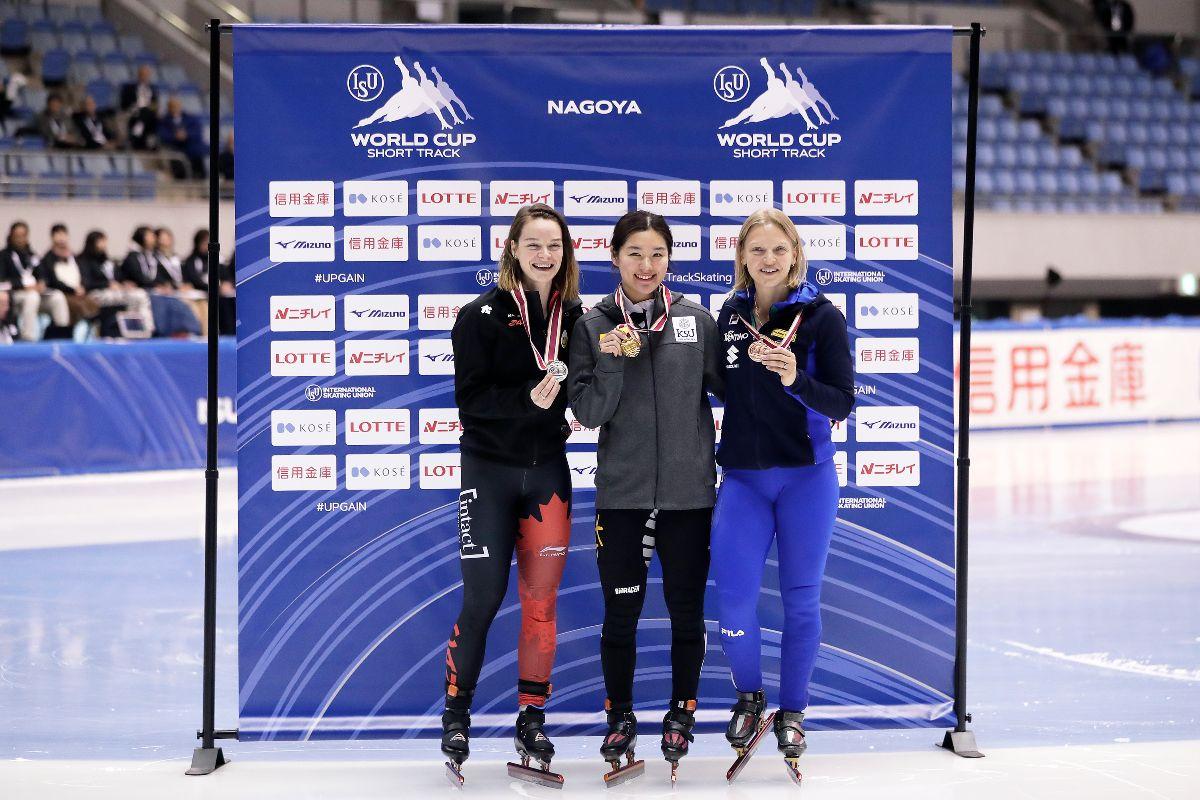 Kim Boutin sur le podium avec la médaille d'argent.