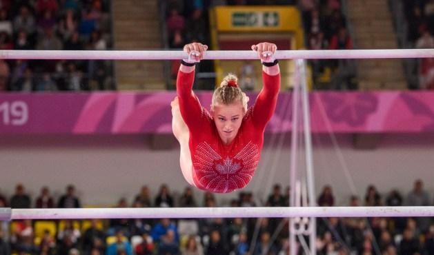 Ellie Black en action aux barres asymétriques