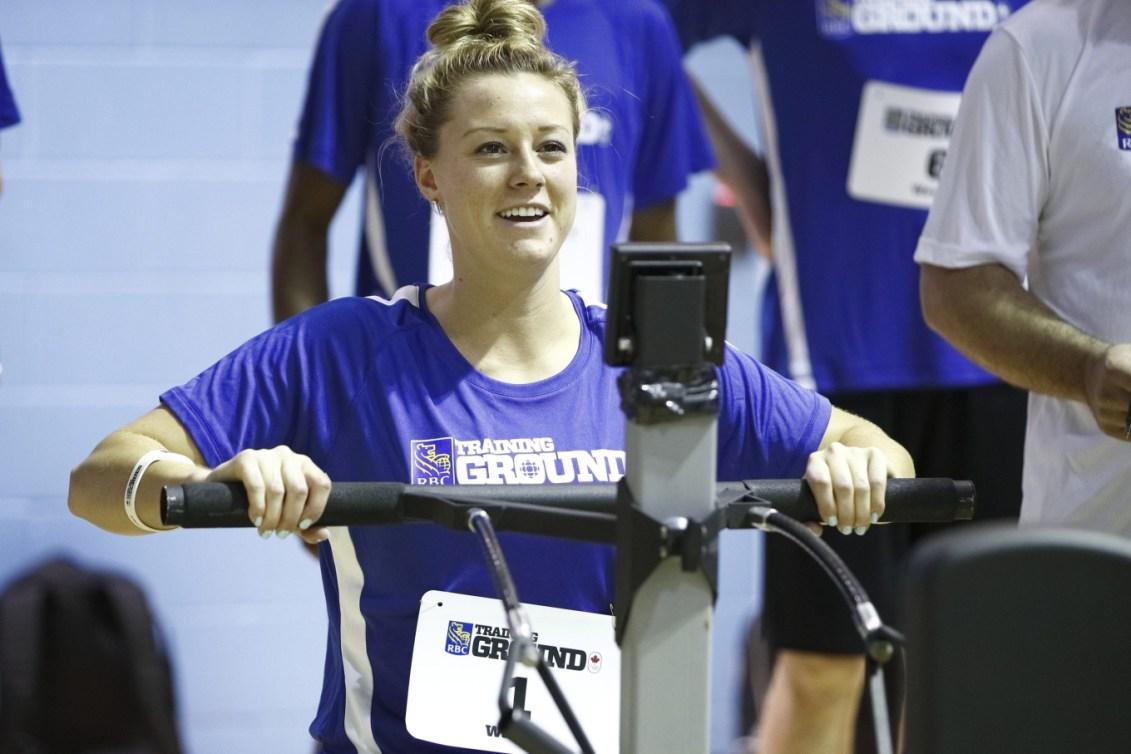 Kelsey Mitchell sur la machine à aviron au Camp des recrues RBC