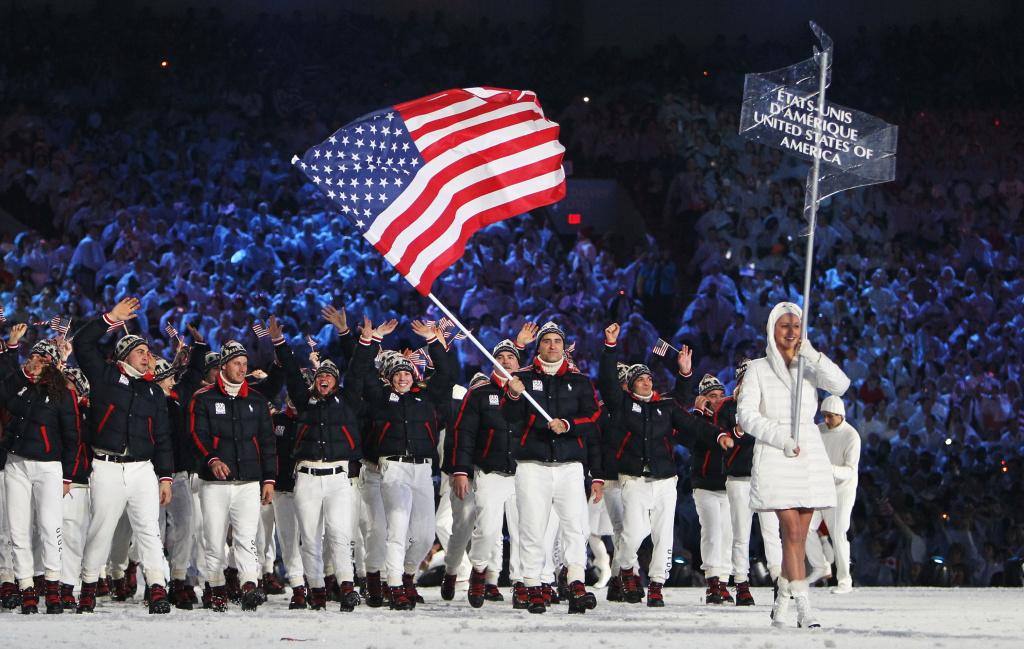 L'équipe américaine marche dans le stade