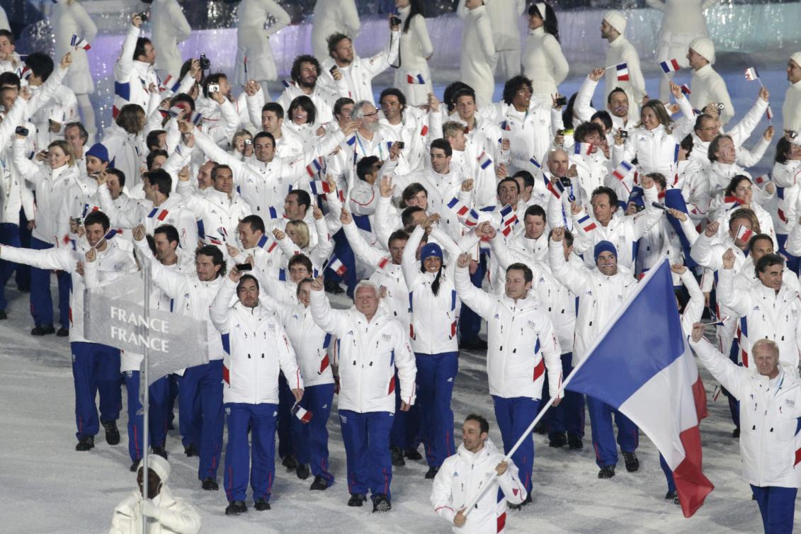 L'équipe française entre dans le stade.